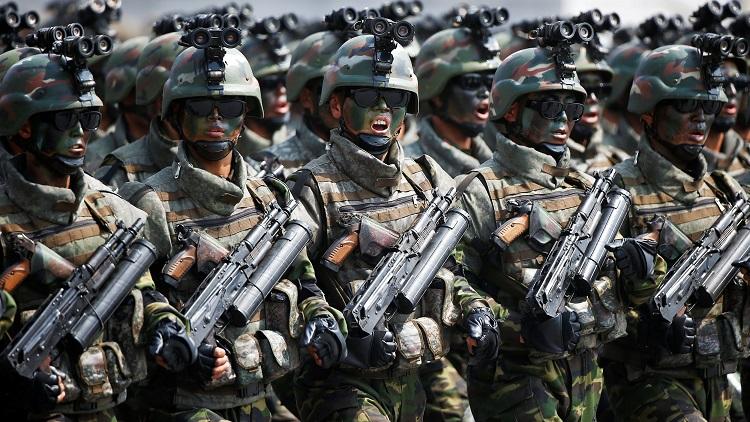 次の焦点は平昌五輪前日の軍事パレード:日経ビジネス電子版