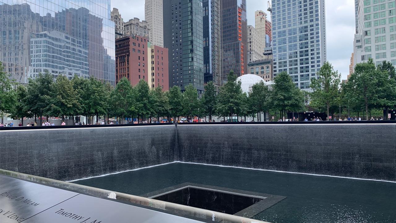 9・11に飛び降りた女性とブラジルとユーチューブ:日経ビジネス電子版