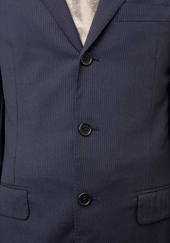 日経ビジネスHPの「ジャケットのボタンはいくつ留める?」の画像